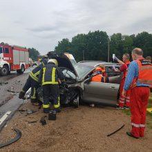 Už Balbieriškio – masinė avarija: automobiliai gerokai apgadinti, sužalota moteris