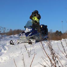 Nelaimė tarnybos metu: nuo sniego rogių nukrito ir susižalojo pasienietis