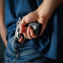 Vilniuje parduotuvės apsaugininkas prieš neblaivų vyrą panaudojo dujinį pistoletą