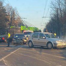 """Netoli """"Girstučio"""" – BMW ir """"VW Golf"""" avarija: yra sužeistų"""