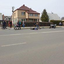 """Avarija Šančiuose: nukentėjo motociklu važiavę žmonės, ieškomas pabėgęs """"Renault"""" vairuotojas"""