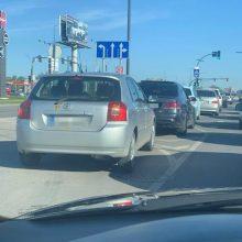 Piktinasi: Muravos sankryžoje vairuotojai spjauna į Kelių eismo taisykles