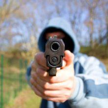 Parke siautėjo girtas ginkluotas vyras: su savimi turėjo ir šautuvą, ir durklą