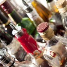 Už alkoholio prekybą draudžiamu laiku pardavėjai gresia tūkstantinė bauda