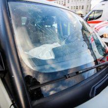Girta 25-erių moteris Šilainiuose sukėlė avariją, nukentėjo žmogus