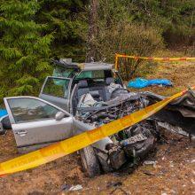 Tragiška avarija Kauno rajone: žuvo dvi moterys, dar trys – ligoninėje