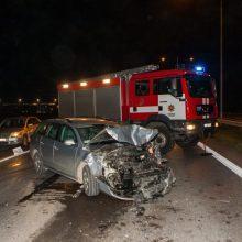 Girto vairuotojo kelionė baigėsi, kai mašina nuvažiavo nuo kelio ir užsidegė