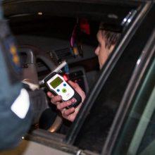 Ringauduose visiškai girtas vairuotojas pareigūnams įkliuvo po sukelto eismo įvykio