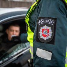 Policijai prie BMW vairo įkliuvo girtas ugniagesys