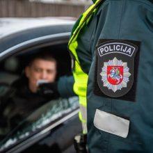 Prie vairo įkliuvo įkaušęs ugniagesys ir girtesnis Policijos departamento darbuotojas