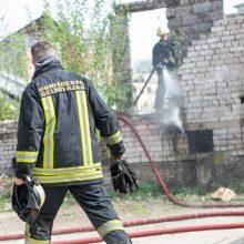 Trakų rajone – gaisras: dega gyvenamasis namas ir ūkinis pastatas