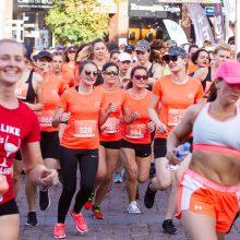 Vilniaus senamiesčio gatves šeštadienį užtvindė bėgančios moterys
