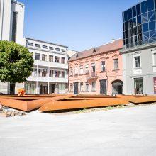 Glumina vaizdas prie savivaldybės: šis gėlynas primena Petrašiūnų kolumbariumą