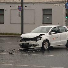 Avarija Kauno sankryžoje: vieną eismo dalyvį vijosi nežymėtas policijos automobilis?