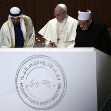 Popiežius Pranciškus aukojo istorines mišias Arabijos pusiasalyje