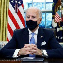 Baltieji rūmai: J. Bidenas grąžins draudimą atvykti į JAV iš virtinės šalių