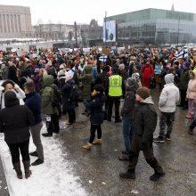 Suomiai nebenori COVID-19 apribojimų: į protestą susirinko šimtai žmonių