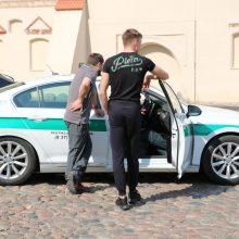 Tokio reido dar nebuvo: Rotušės aikštėje automobilius šventino policijos kapelionas