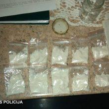 Sulaikyti į Alytaus pataisos namus narkotikus tiekę du vyrai