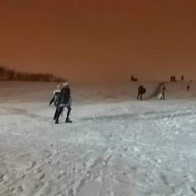 Žiemos pramogų mėgėjams – gera žinia: I. Simonaitytės kalnas tapo šviesesnis