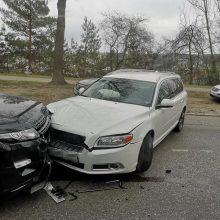 Dviejų automobilių avarija paralyžiavo eismą Milikonių kalnu