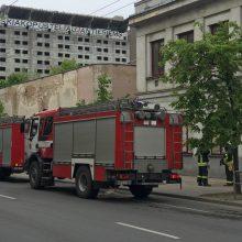 Į miesto centrą sulėkė ugniagesiai: buvo pranešta apie gaisrą grožio salone