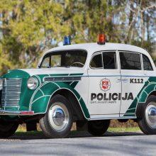 Policija juokauja: gal į gatves grąžinti senovinius automobilius?