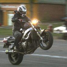 Ant vieno rato Karaliaus Mindaugo prospekte važiavusiam motociklininkui – nemalonumai