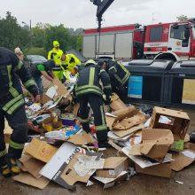 Į konteinerį išmesto šunelio gelbėjimo operacija bevaisė? (atnaujinta)
