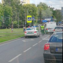 """Jaunos moters vairuojama """"Škoda"""" kliudė dviračiu važiavusį berniuką"""
