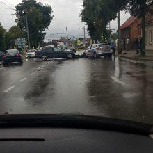 Vilijampolėje į avariją pateko mokomasis automobilis, sužaloti du žmonės