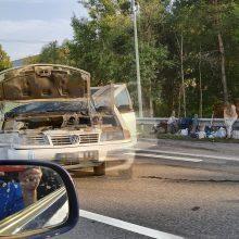 Netoli Vilniaus – masinė avarija: stringa eismas