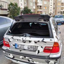 Vagių taikiniu tapo BMW: nugvelbė menkaverčius daiktus, o vertingus paliko