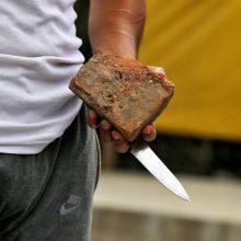 Šiauliuose peiliu sužalotas vyras