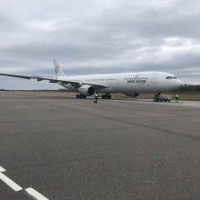 Kaune nusileido dar vienas lėktuvas su apsaugos priemonėmis medikams