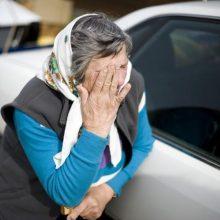 Kaune atbulas važiuodamas automobilis kliudė ir sužalojo senolę