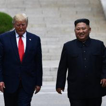 D. Trumpas tapo pirmuoju JAV prezidentu, įžengusiu į Šiaurės Korėjos teritoriją
