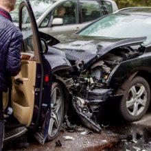 """Visiškai girtas """"VW Golf"""" vairuotojas pakaunėje sukėlė avariją"""