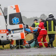 Savaitgalis keliuose: žuvo vairuotojas ir pėsčiasis, sužeisti keturi paaugliai