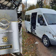 Klaipėdoje muitininkai sulaikė mikroautobusą, vežusį per tūkstantį litrų rusiškos degtinės