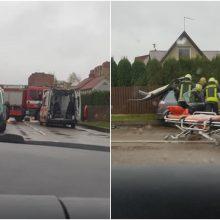 Šilainiuose po avarijos teko vaduoti prispaustą vairuotoją