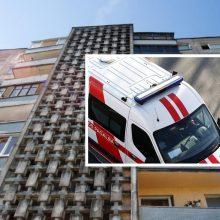 Vilniuje pro langą iškritusio vyro gyvybės išgelbėti nepavyko