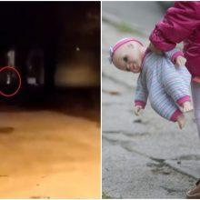Tarnybos kirtis: nuogas lauke bėgiojęs mažylis ir kiti du vaikai paimti iš šeimos