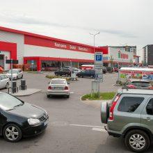 """Vyrą apstulbino automobilių parkavimo prie """"Depo"""" tarifai: už valandą – po 5 eurus"""