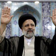 Izraelis kritikuoja ES sprendimą atsiųsti savo diplomatą į Irano prezidento inauguraciją