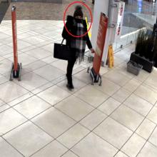 """Po vagystės """"Megoje"""" – į policijos akiratį: jei atpažįstate šią moterį – praneškite"""