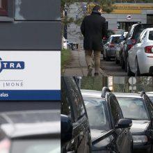Nauja automobilių registravimo sistema varo iš proto: vairuotojai eilėse laukia paromis