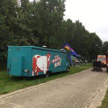 """Siutas po """"Red Bull muilinių lenktynių"""": saugomas Ąžuolynas virto stovėjimo aikštele"""