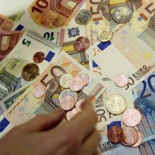 """Ekonomistas: minimali alga """"į rankas"""" galėtų didėti beveik 50 eurų"""