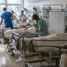 Į ligoninę pateko virtuvėje paslydęs ir peiliu susižalojęs kaunietis